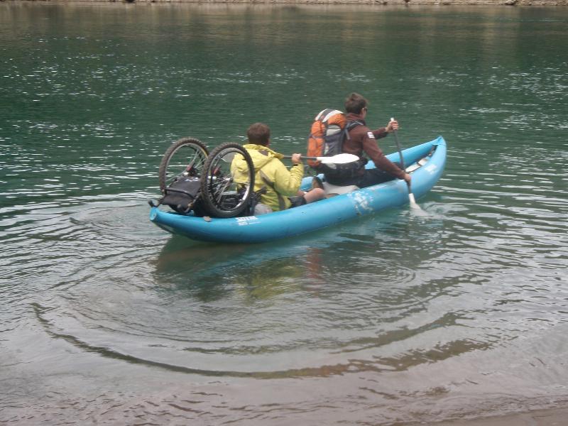Fauteuil roulant dans canoë