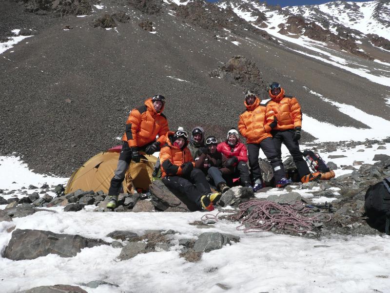 Equipe sans limite au campement