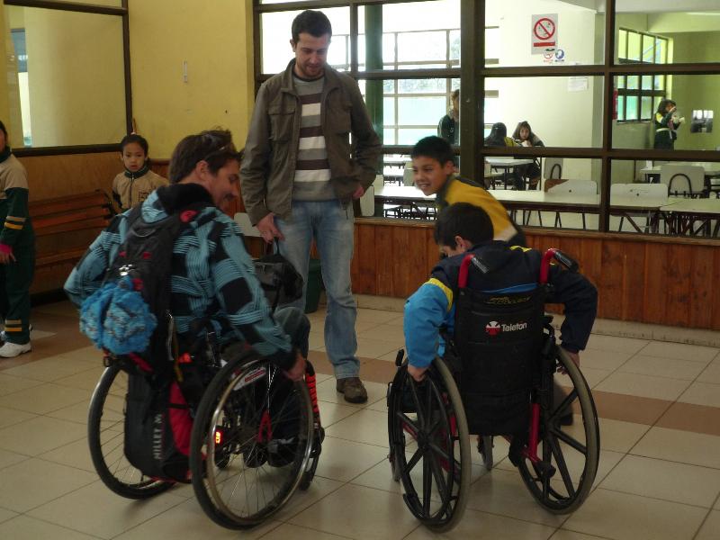Elève en fauteuil roulant au Chili