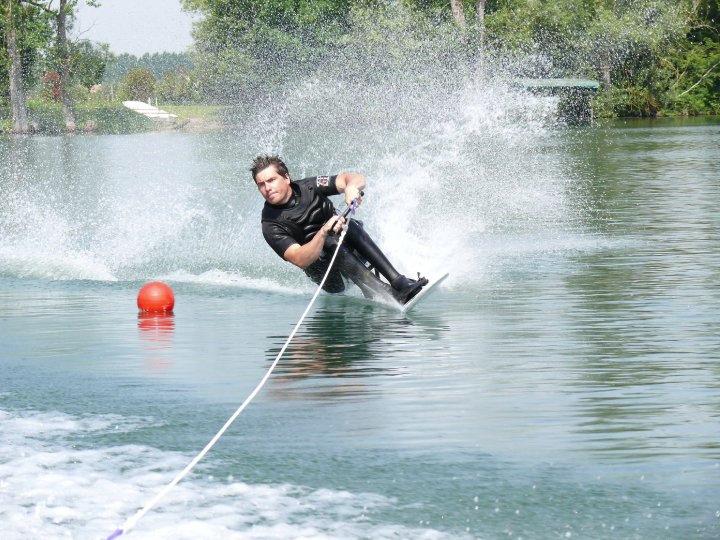 Bastos handiskinautique slalom
