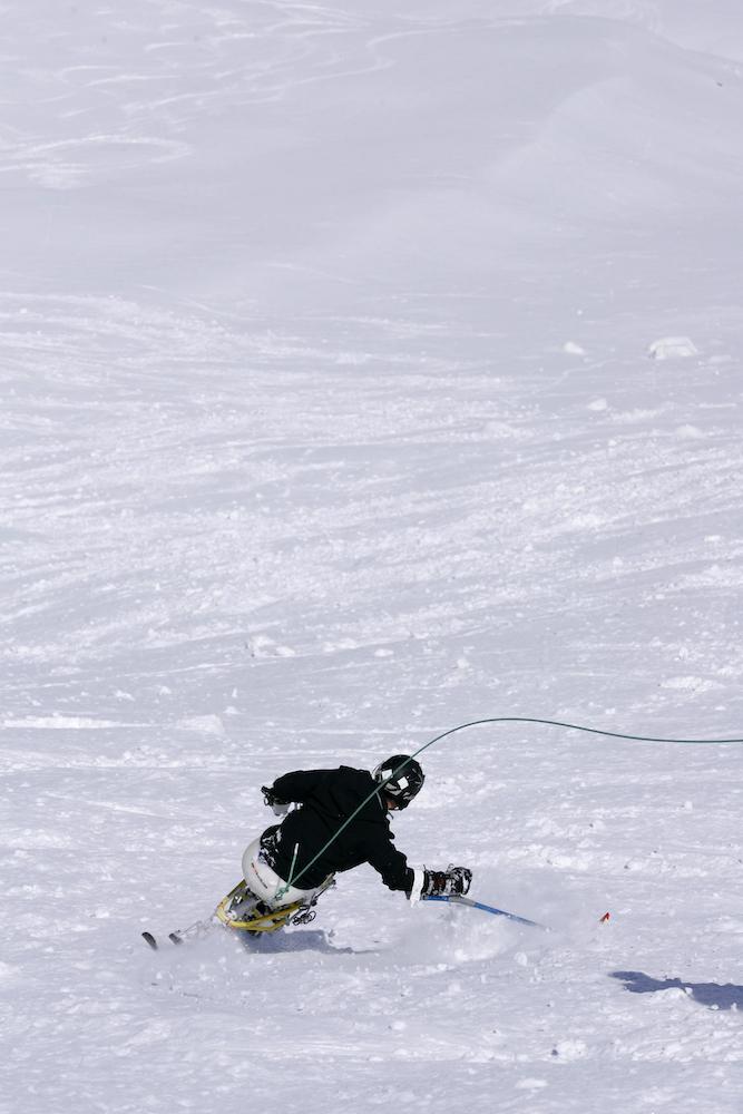ski-handisport-poudreuse