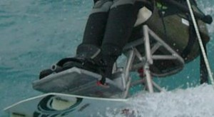 matériel-adapté-kitesurf-assis