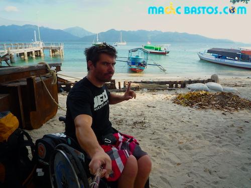 plage-giliair-bali-fauteuilroulant
