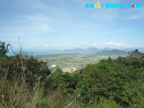 colline-kuranda-cairn-voyage-bastos