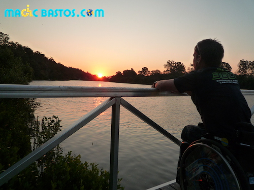couchsurfing-brisbane-riviere-fauteuilroulant-sunset
