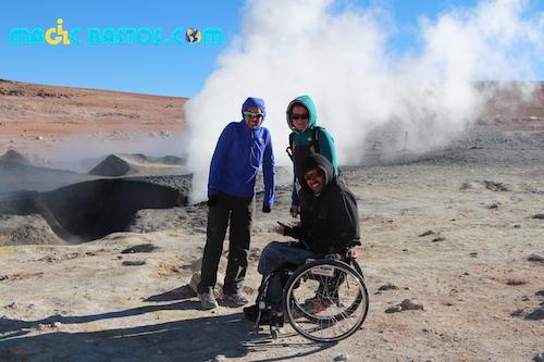 geyser-bolivie-desert-fauteuil-roulant