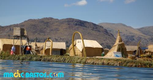 village-iles-flottantes-paille-titicaca