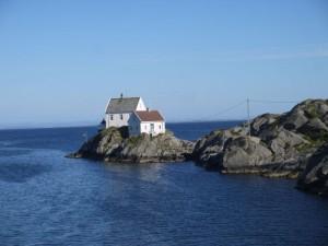HP13-norvege-maison_rocher