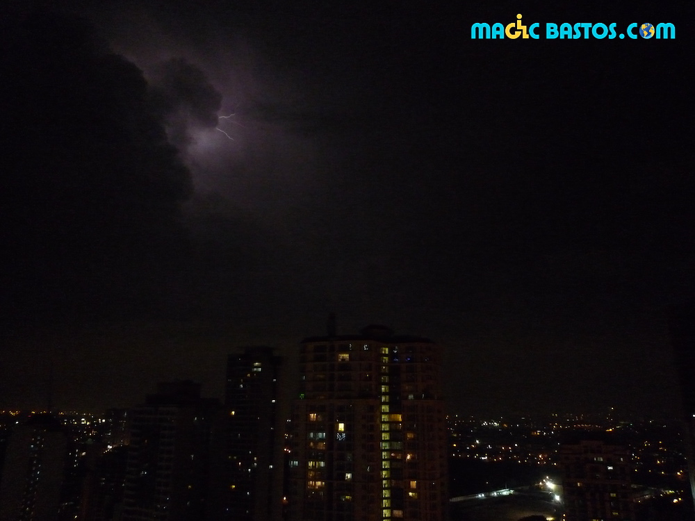 makati-philippines-orages-eclaire