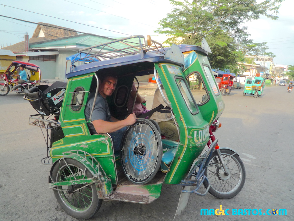 tricycle-philippines-fauteuil-roulant-transport