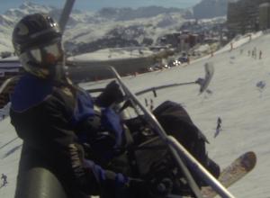 le skwal en ski assis-handiski