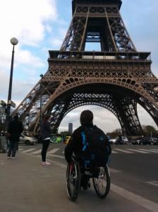 Tour Eiffel-Fauteuil roulant