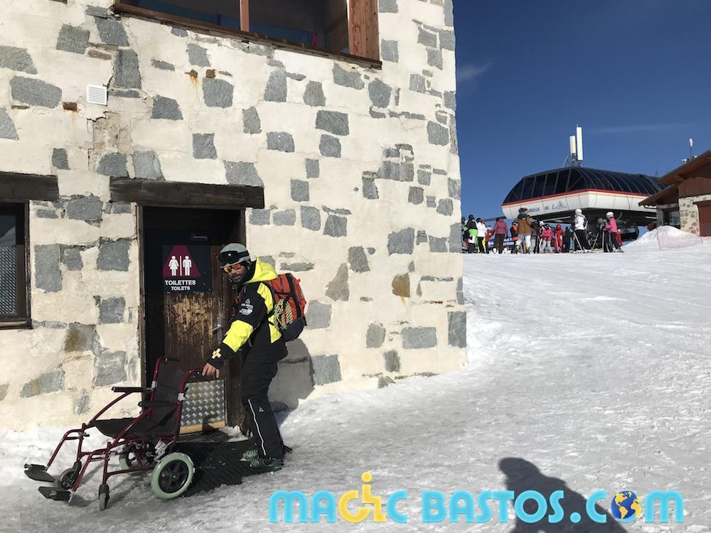 coldelachal-lesarcs-toilette-fauteuilroulant-ski