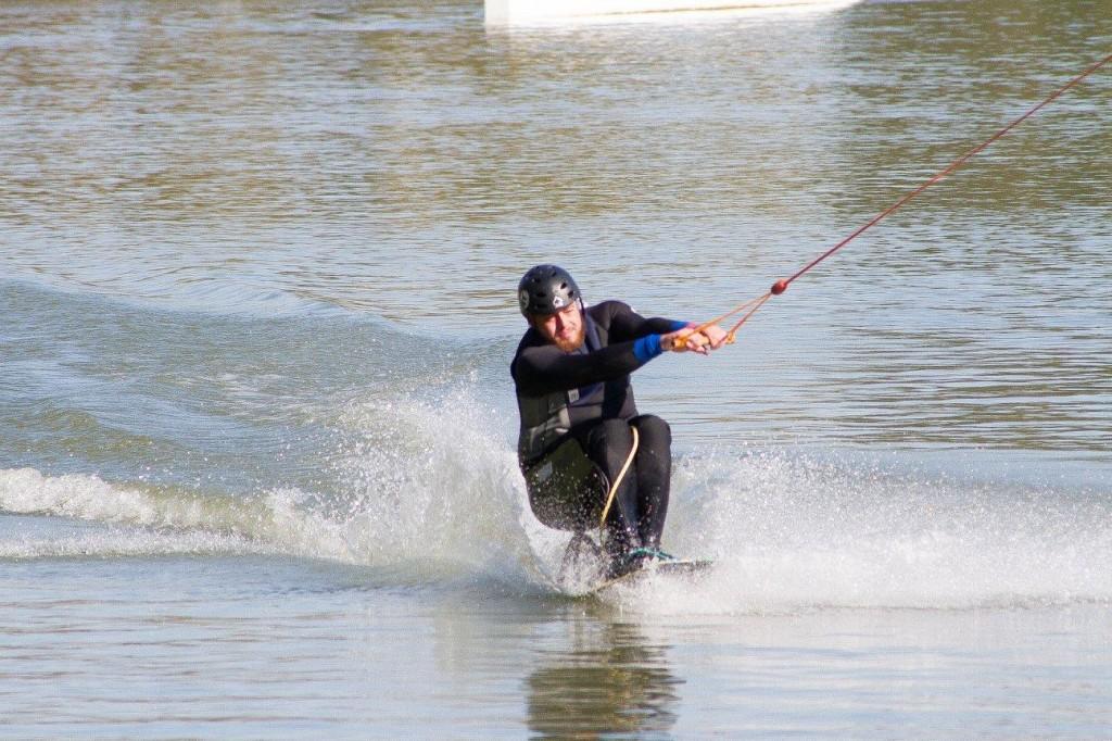 bastien-wakeboard-handisport-assis