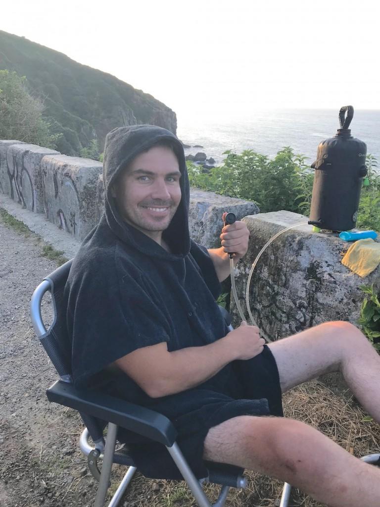 douche-solaire-camping-handicap