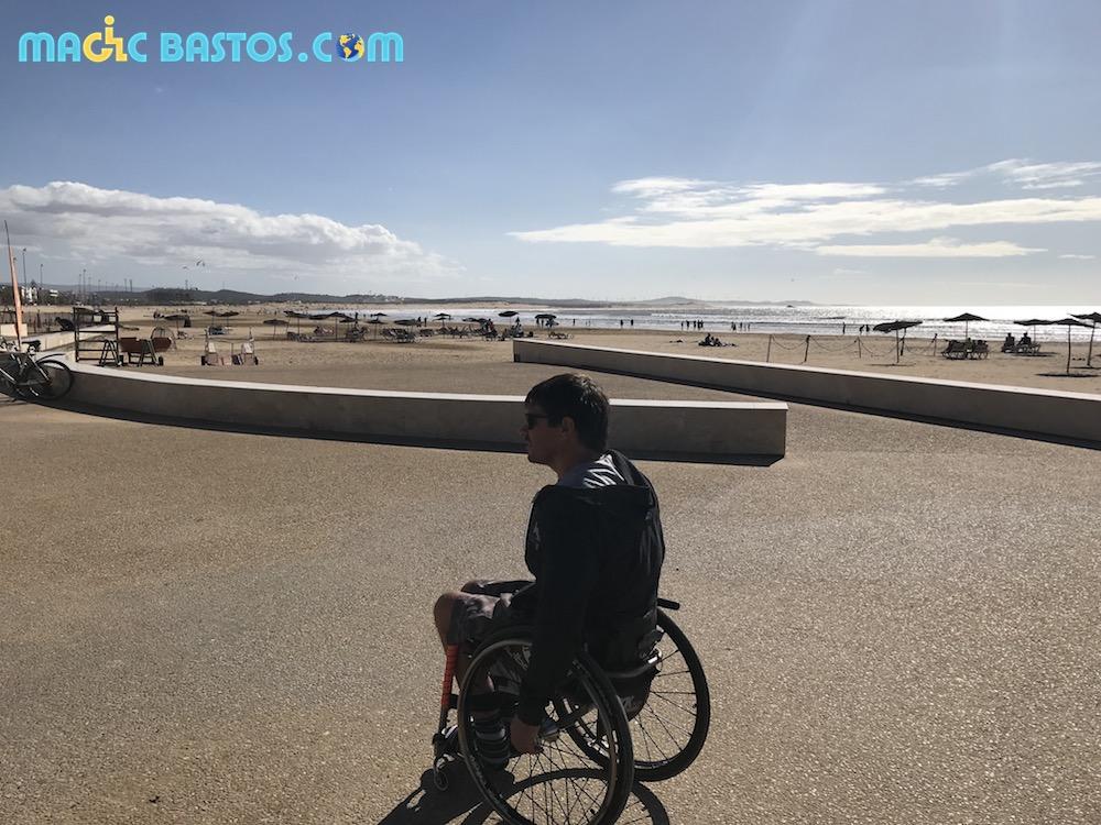 promenade-plage-essaouira-fauteuil-roulant