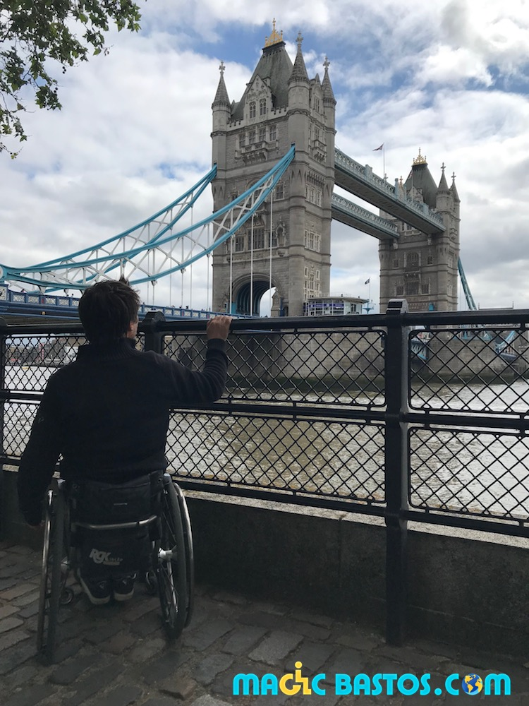 tower-bridge-fauteuil-roulant-accessibilite