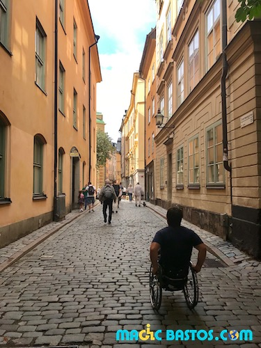 Stockholm-gamlastan-fauteuilroulant