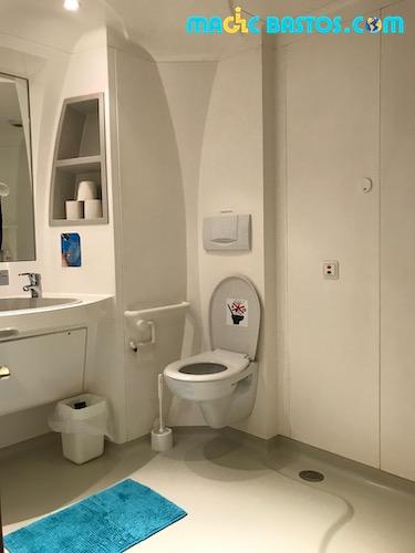 sanitaires-douche-toilette-jumbo-hotel-avion
