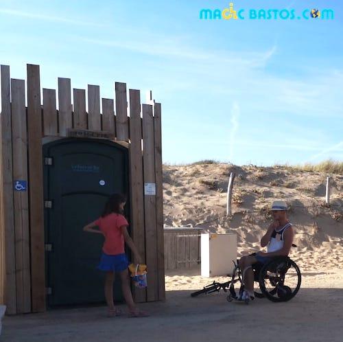 toilettes-accessible-plage-fautesurmer