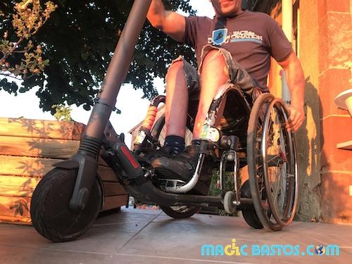 Trottinette électrique - fauteuil roulant